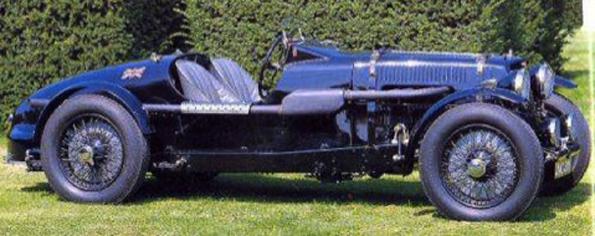 """Speed Model de 1936. Connue sous le nom de """"Black Car"""" cette Aston Martin est une des plus célèbres, pilotée par Jock St John Horsfall en 1938, elle arriva seconde derrière une Delage 3 litres au RAC Tourist Trophy à Donnington"""