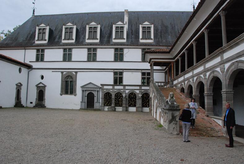 la cour intérieure du château de la Bastie d'Urfé